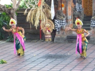 This was an interesting kind of contortion dance. Expressions appear to be really important in Balinese dancing.