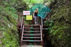 Pathway to Juwanggul cave.